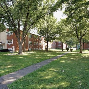 Dorilyn Apartments Beautiful grounds
